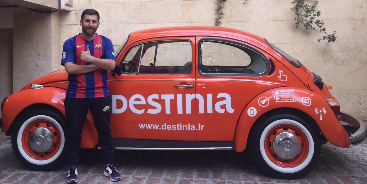 el-doble-iraní-de-messi-con-el-coche-de-Destinia
